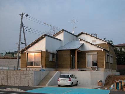 「老後は無垢の家に住みたい」との、ご夫婦の要望により、徳島産の杉材を95%以上使用した板倉の家
